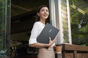 不到 1 公斤、17 小時續航!華碩推出 ZenBook 14 Ultralight 筆電