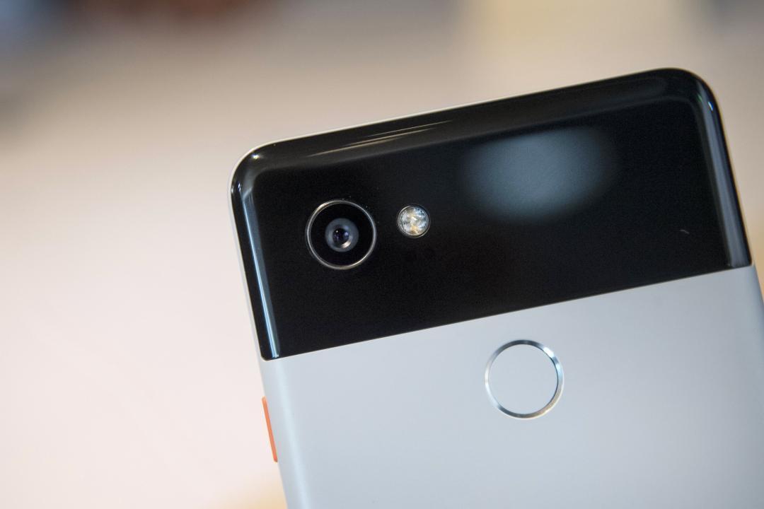 Google 手機設計大變化!爆料圖首見 Pixel 6 有「三色背蓋」