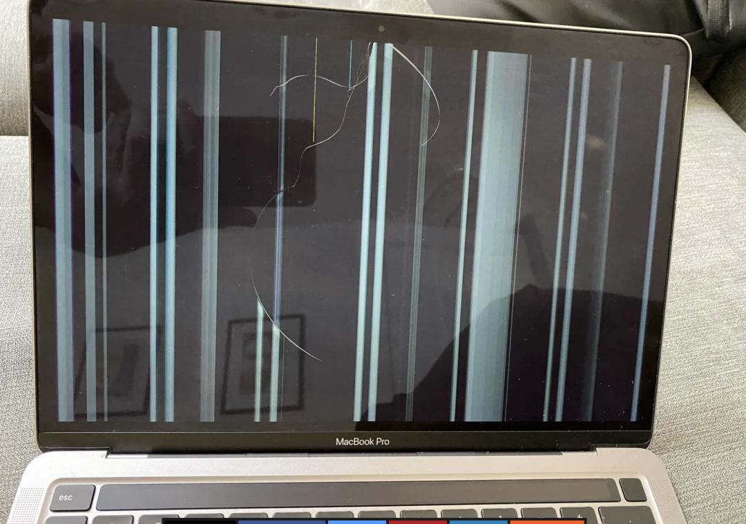 [新聞] 蘋果 M1 MacBook 爆災情!有人調整螢幕就噴了 1.5 萬元維修