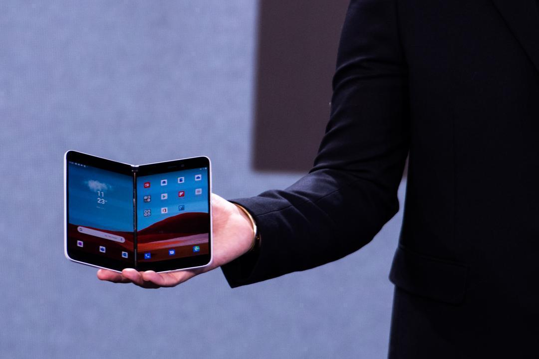 可360度翻轉!傳微軟首款5G雙螢幕摺疊新機下週將登場、重點規格曝光