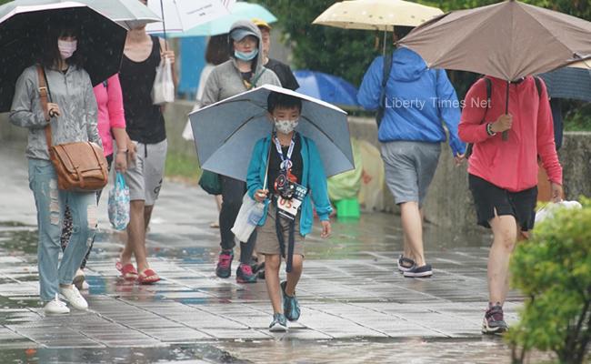 週日南部降雨趨緩!各地仍有午後雷雨