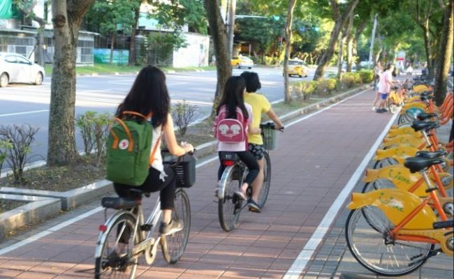 自行車附載幼童 明年3月合法免罰