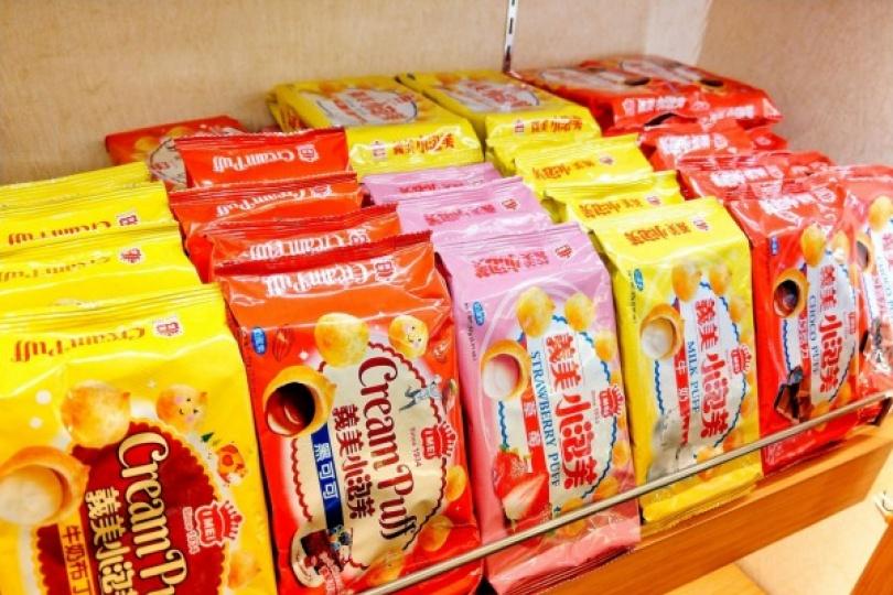 立陶宛捐疫苗 義美食品暖回1貨櫃小泡芙