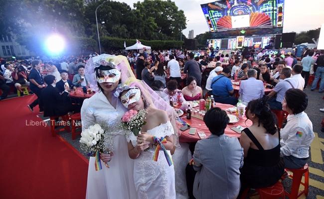 凱道上辦大型同婚宴 逾千人吃流水席