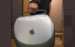 20年前超潮「蘋果神機」 網笑:像馬桶蓋
