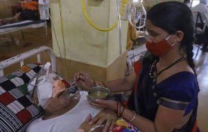 印度武肺疫情難平 黑白黃綠真菌齊肆虐