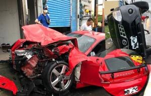 超跑男女墾丁遊 失控自撞路邊車2重傷