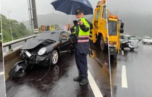 600萬保時捷打滑 擦撞前車撞護欄車頭毀