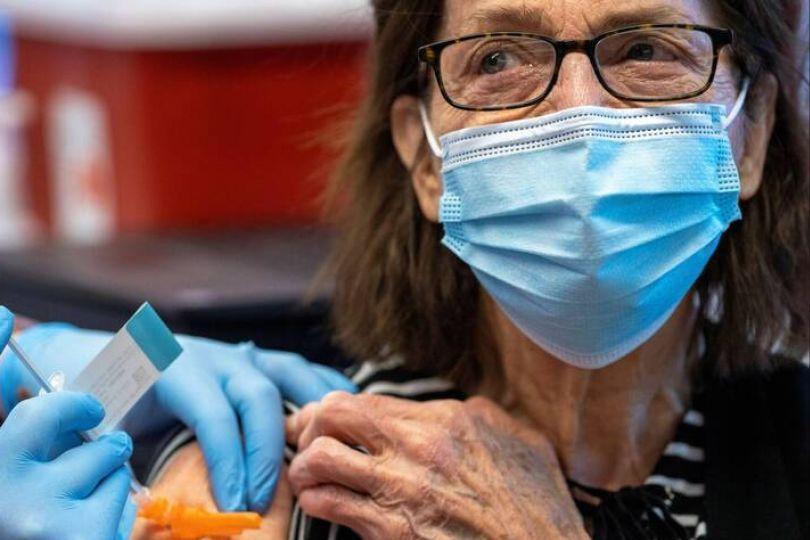 全美接種嬌生疫苗首例 86歲婦曝心得