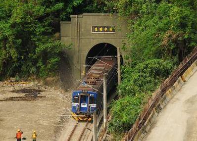 台鐵出軌路段今晨通車 林佳龍搭首班透露願望