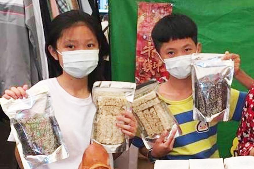 父昏迷小姊弟賣小米酥 善心團購破千包