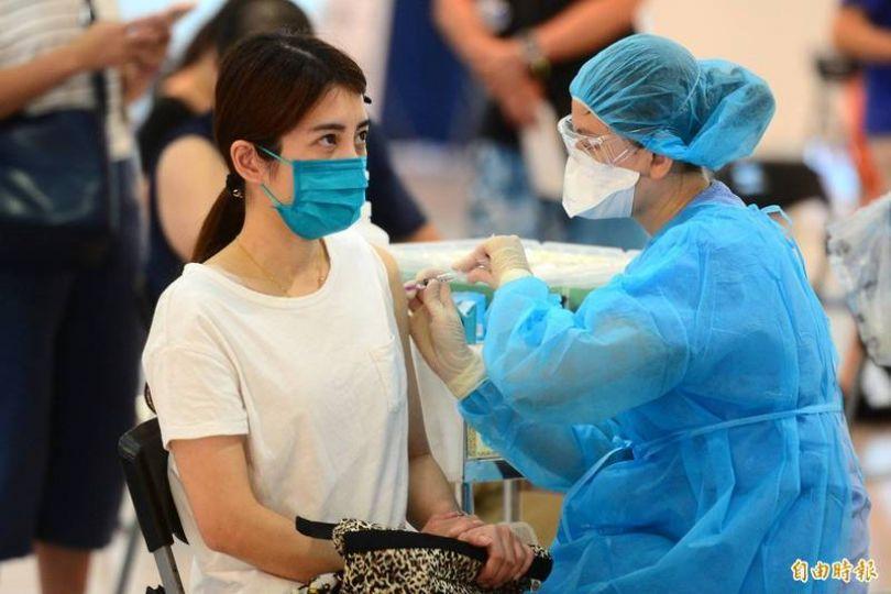 1188萬人登記接種疫苗意願 破90萬人接受高端
