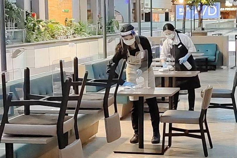 桃園機場明起開放餐飲內用 預估5成業者開張