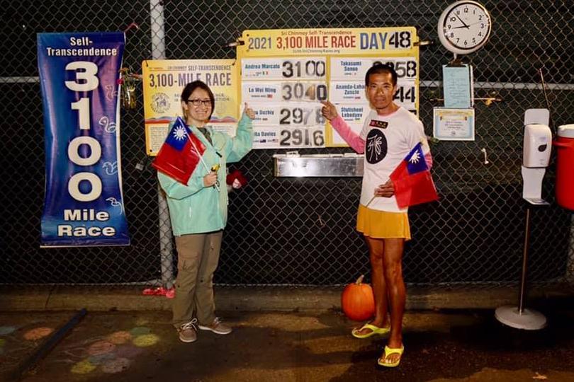 58歲羅維銘穿台灣人字拖 跑完3100英里