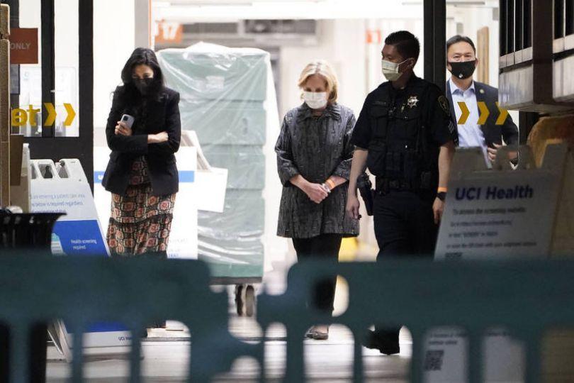 柯林頓繼續住院治療 希拉蕊急探視