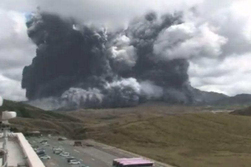 熊本阿蘇火山大噴發 煙灰衝高3500公尺