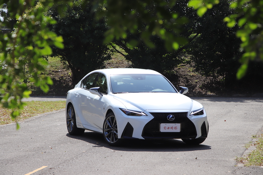 Lexus IS 300h 頂級版