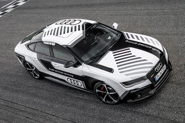 自動駕駛的示威!Audi 展示時速 200 公里以上無人駕駛 RS7