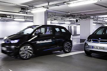 霹靂遊俠成真?BMW 將展出全自動遙控停車技術