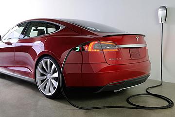 換電池比加油快!Tesla 將啟用 Model S 電池自動交換站