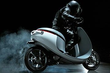 不用充電的電動機車?台灣新創品牌 Gogoro 推出 Smartscooter