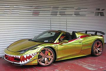 難以理解的品味?瑞氣千條的「金鯊版」Ferrari 458 Spider