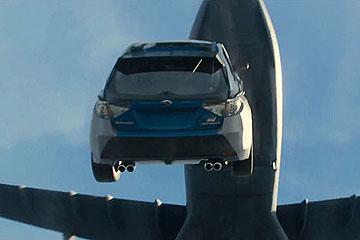 越玩越大!「玩命關頭 7」這回把車子從飛機上丟下!