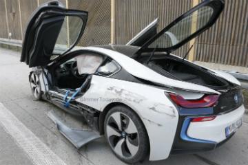 德國 Autobahn 高速公路出撞況!  BMW i8 直接報廢