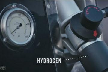 誰說牛糞只能堆肥? Toyota 氫燃料車告訴你怎麼用!