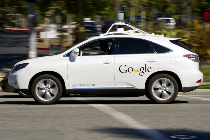 自動駕駛真安全?Google 無人車遇事故三人受傷