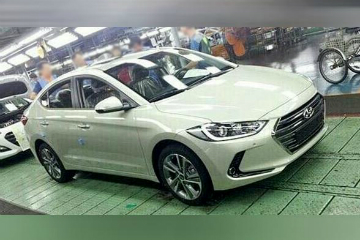 新一代 Hyundai Elantra 無偽裝工廠照曝光! 外型更內斂
