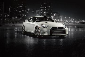 Tesla Model S 剉著等   Nissan GT-R 電動車有影