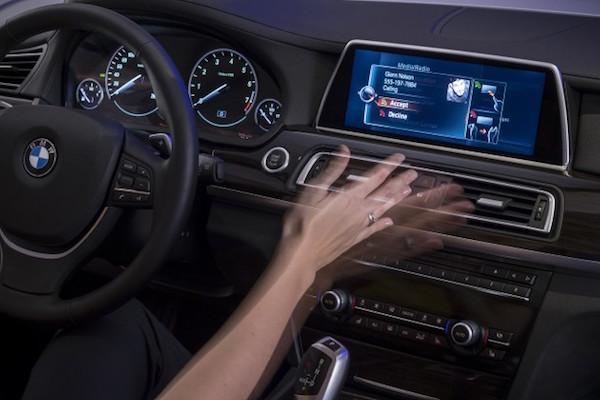 手勢操控車內影音 Porsche 高層的看法是?