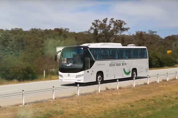 續航力不夠?澳電動公車充飽電可環台一圈破紀錄(有影片)