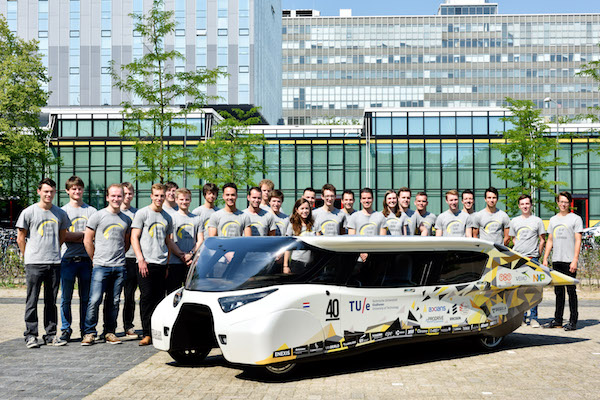太陽能家用車報到 續航力突破 1000 公里!
