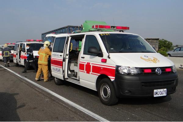 中山高計程車追撞意外 安全距離不足才是根本問題!
