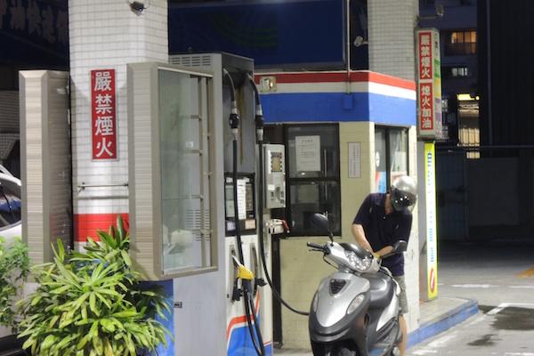 油價創新低 自助加油優惠也變少