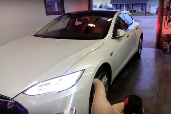 Tesla 新版軟體  召喚 Model S 自動去停車