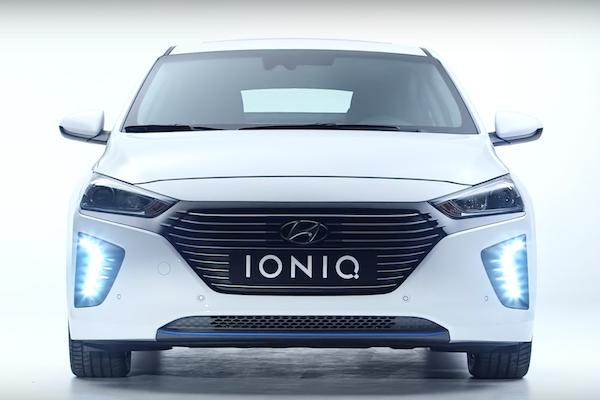 Toyota Prius 最省油車寶座不保? Hyundai IONIQ 油電車來踢館! (內有影片)