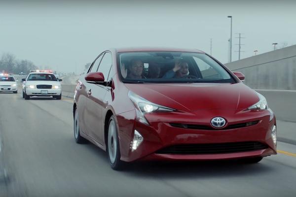 安靜省油還會甩尾的 Toyota Prius 4,連銀行搶匪也愛?(內有影片)