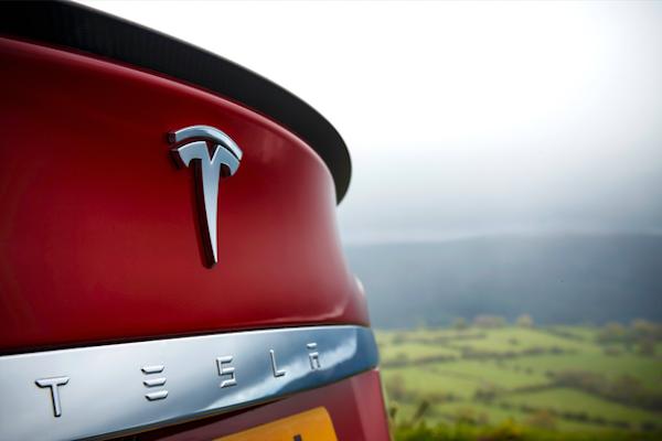 入門款 Tesla Model 3 電動車   3 月底開放預訂