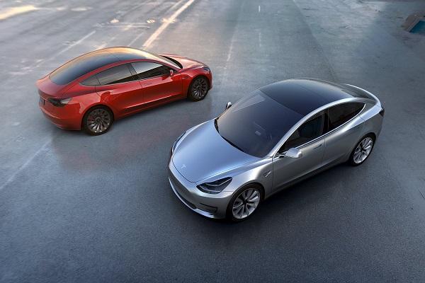 「平民價」真的沒騙你!Tesla Model 3 發表全場歡呼