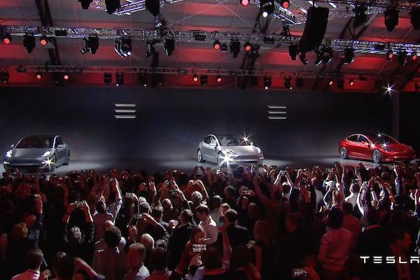 Tesla Model 3 為何能如此便宜? 原因可能出在儀表板