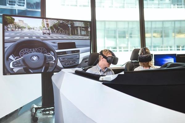 BMW 開發車輛    HTC Vive 虛擬實境來幫忙