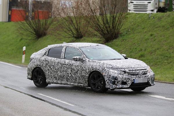全新十代 Honda Civic 掀背版 量產偽裝車歐洲現身