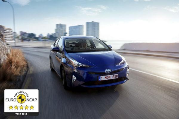 挺過嚴峻把關!  Toyota Prius 榮獲安全五燈獎