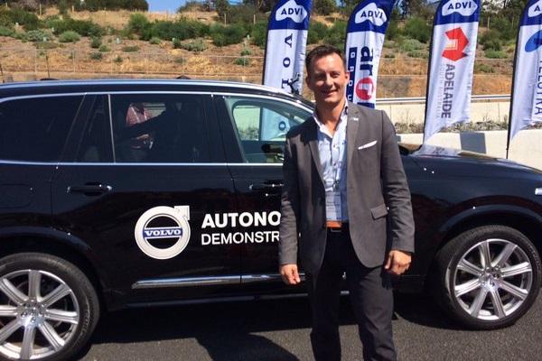 Volvo 公開嗆 Tesla 自動駕駛:不安全!