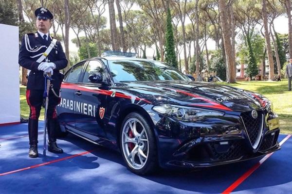 歹徒聞風而逃!Alfa Romeo最速四門跑車成義大利警車