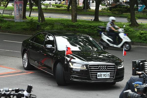 「小英座車」當紅!想開這台車,一個月要付......