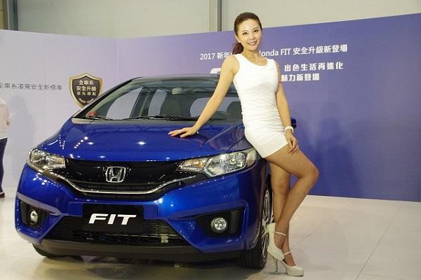 該有的安全配備全都有了! 2017 年式 Honda Fit 升級不加價